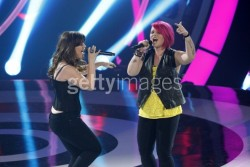 "*2 HQ adds* Kelly Clarkson stills from taping of upcoming ABC show ""Duets"""